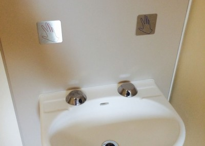 Anti-ligature sink with sensor pads